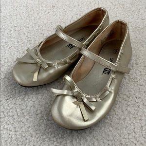 Little Girl's Size 9 Gold Dress Shoe